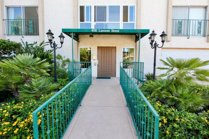 Wheelchair friendly entrance with rails to Fortuna on Lamont in Pacific Beach, California