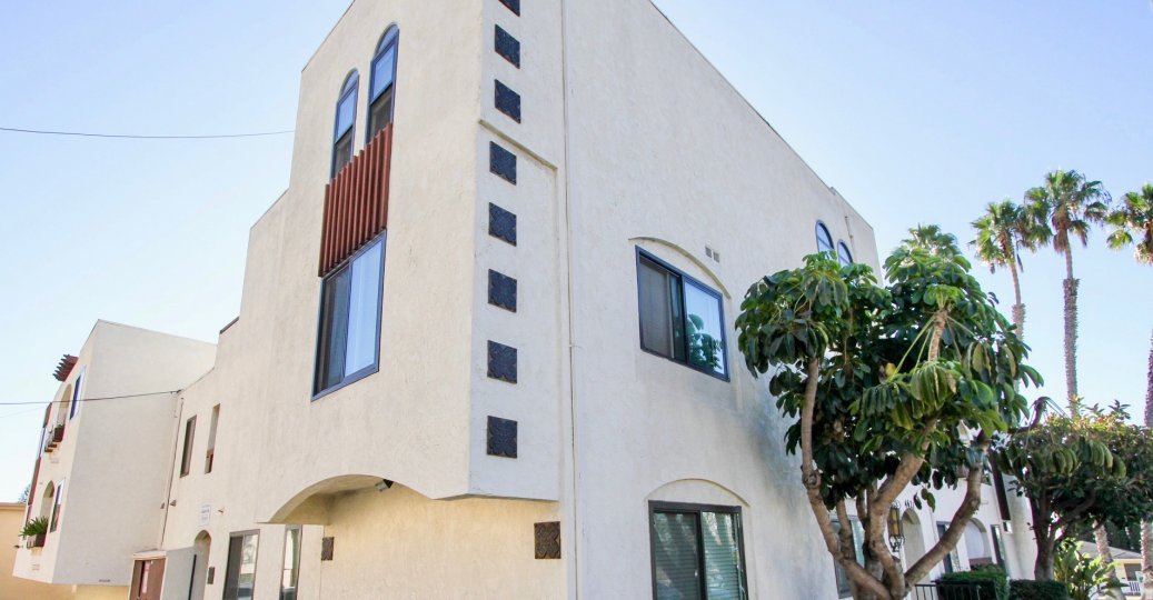 Grand Style Apartments in Fountainbleu, Pacific Beach, California