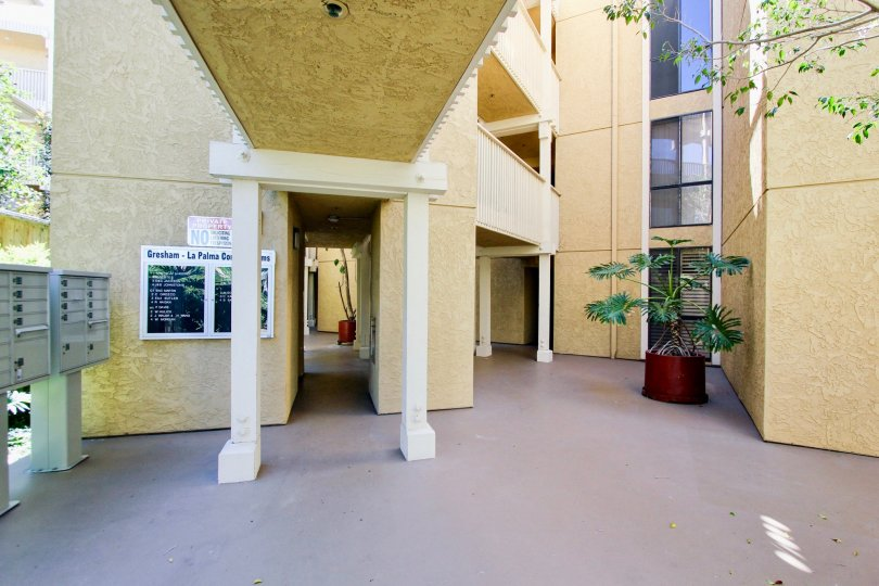 A sunny day in the area of Gresham La Palms, mailboxes, potted plant, lobby, doorway, windows