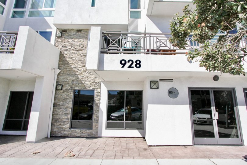 THE 928 APARTMENT IN THE PACIFIC BEACH SANDS WITH THE TREES, BALCONI, BEAUTIFUL WINDOW