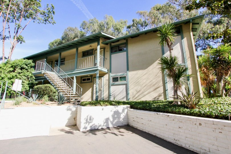 Marvellous front view of a house with parking and trees around in Pacific Woodlands of Pacific Beach