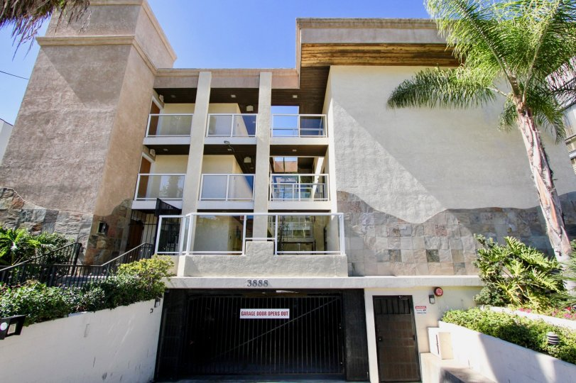 Beautiful condo three story with underground garage in nice Community close to the beach