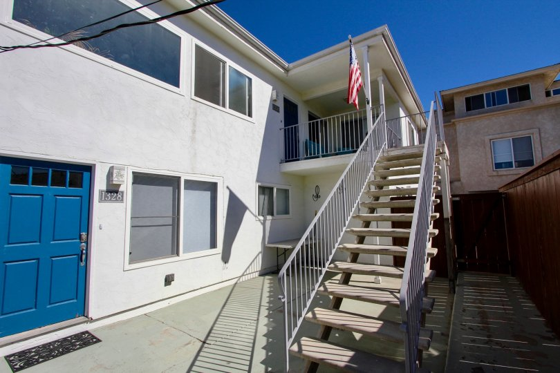 Very cozy and intimate apartment building in the community of Utopia, Pacific Beach city