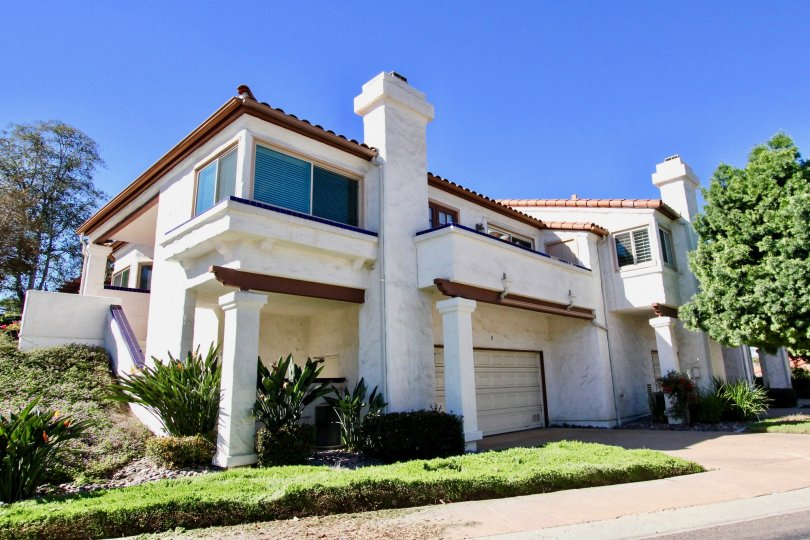 Two story white and brown condo homes inside Fairway Vistas in Rancho Bernardo CA