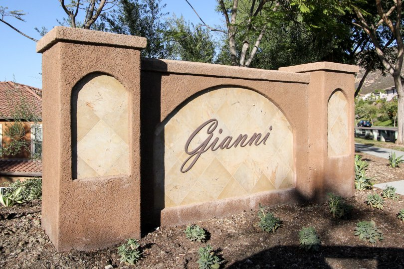 gianni monument describing the place name with a warm welcome sign.