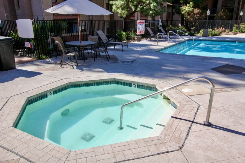 Il Palio, City: Rancho Bernardo, beautiful swimming pool and chairs to sit
