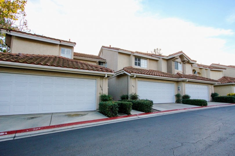 Street view of homes in the La Cresta community of Rancho Bernardo, California