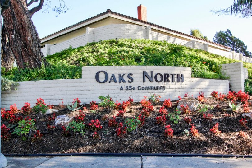 Brick community sign with black lettering outside of Oaks North in Rancho Bernardo CA