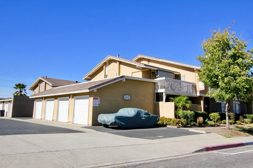 Playmor, City: Rancho Bernardo, backside of a building, a car parked and covered