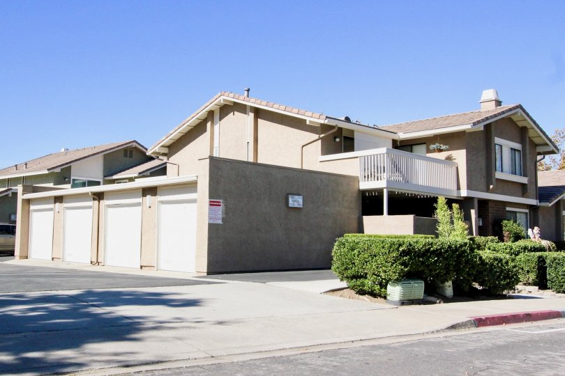 Playmor, City: Rancho Bernardo, backside of the building with car parking