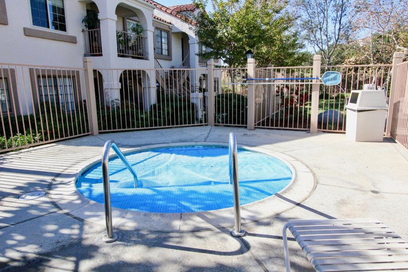 A cosy hot-tub in the sun in the community of Stony Brook