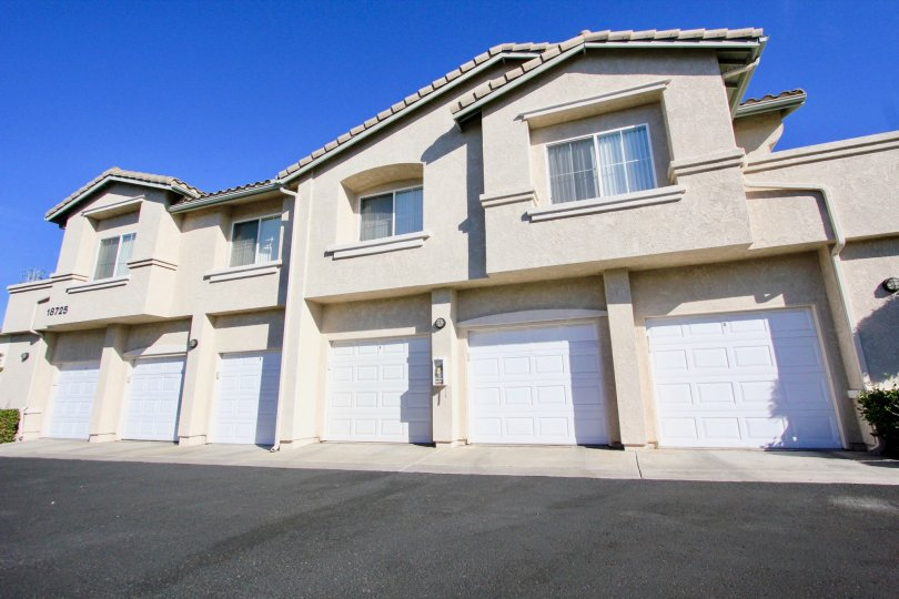 A sunny day in Vista Del lago has apartments with doors numbered as 18725