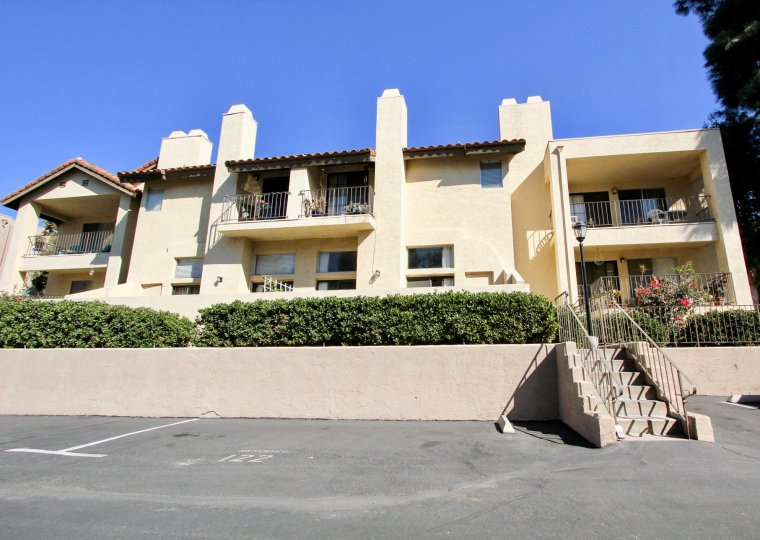 Easy parking and lots of wiggle room in these spacious apartments at Avocado Gardens in San Marcos, CA