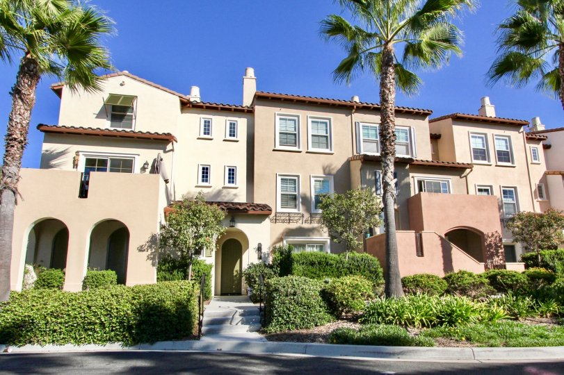 Palm trees, sunshine and a cool breeze when you come by at the Calico Bluffs in San Marcos, CA
