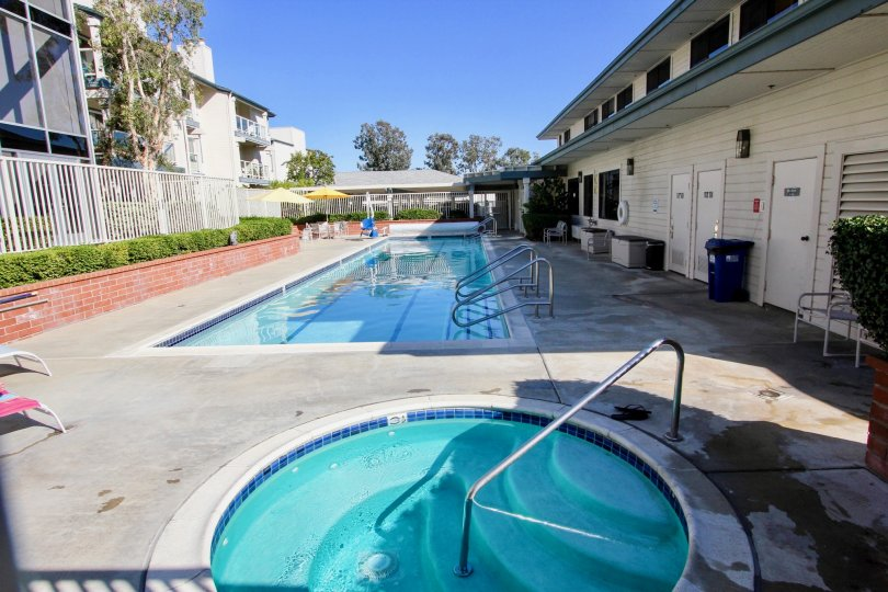 Chateau community pool and hot tub on a beautiful sunny California day