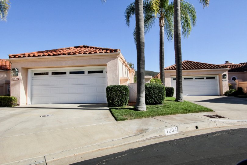 Large garages in the Colony, located in San Marcos, California