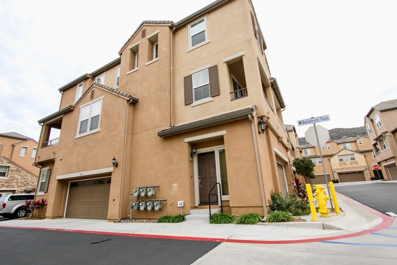 Aubrey Glen is comprised of 87 attached townhomes in a beautiful valley surrounded by rolling hills and expansive open space.