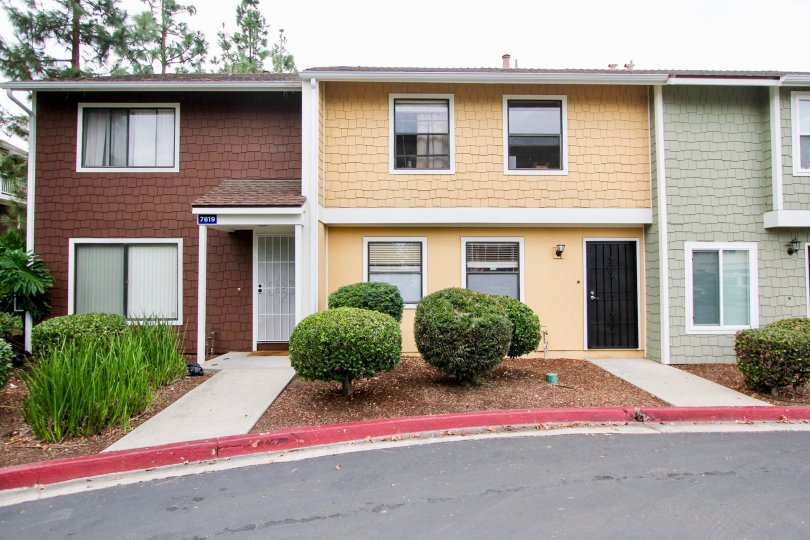 Several town homes of different colors in Pepperhill TownHomes