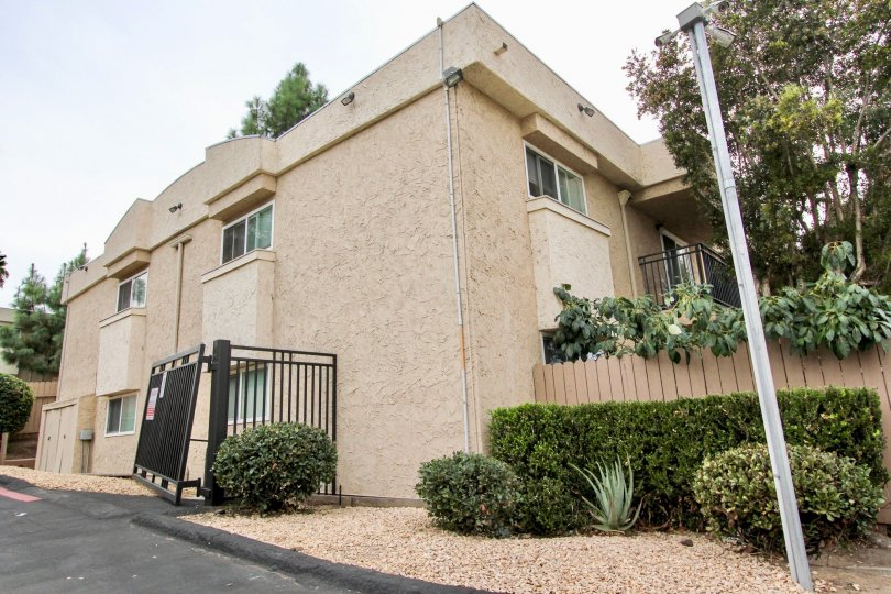 Helix De Oro ,Spring Valley  , California, beige building,white pole,