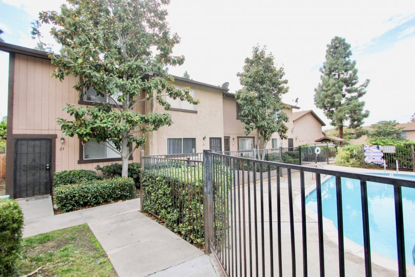 Parque Gillespie gated pool and beige two-story Spring Valley California