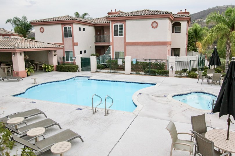 A nice view of the community pool and hot tub in the community of Pointe Lakeview in Spring Valley California