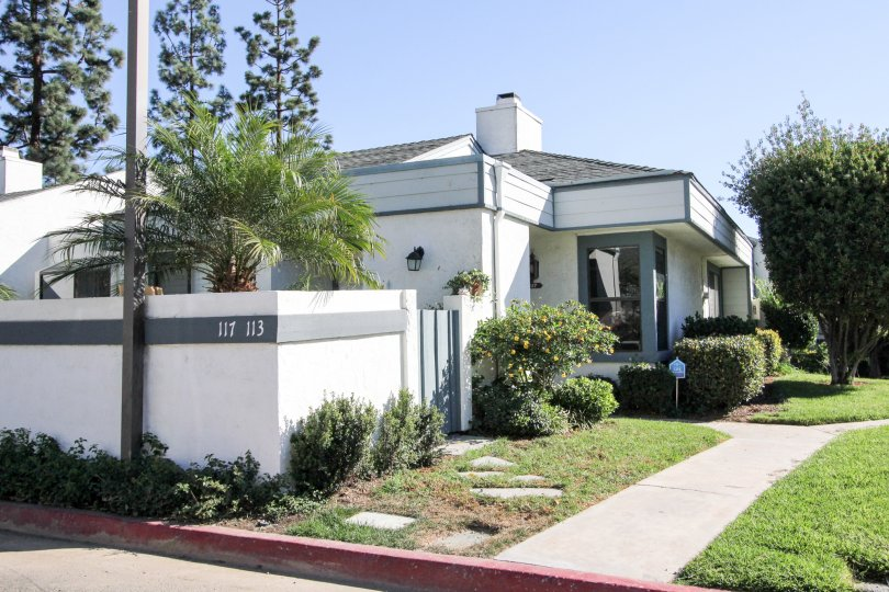 Curbside picture of home with white walls and blue trimming in Vista, CA