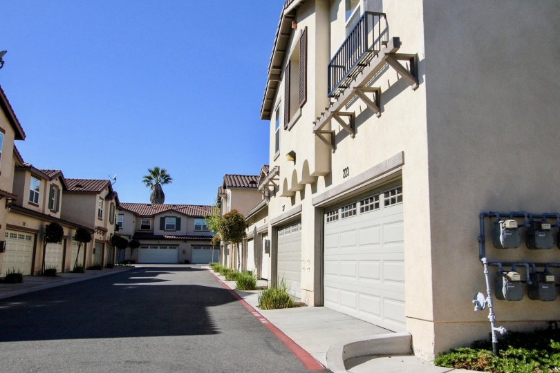 A well maintained and clean driveway sits between to condo buildings at Santa Fe Walk.