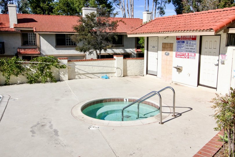 Baby pool for children and changing rooms in Vista Knolis.