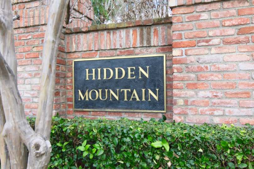 Hidden Mountain community marquee