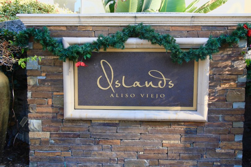 Sign at the entrance of Islands in Aliso Viejo