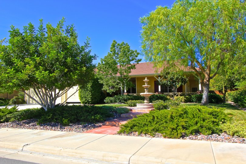 All of the homes in Murrieta Ranchos are single stories