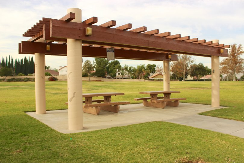park and benches in Sierra Del Oro Corona CA