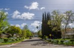 The streets in Lake Encino are well maintained by the city