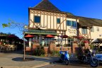 Beautiful building used as restaurant in Stratford Square in the Del Mar Heights Neighborhood