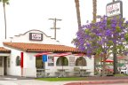 Eat Mexican Restaurant in Point Loma offers picnic benches with umbrellas for dining